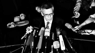 De stadig mere omfattende afsløringer af Tysklands tætte samarbejde med amerikanske NSA har gjort Merkel-regeringen rådvild og splittet, men den kan blive tvunget til helt opgive at opklare sagen, hvis USA mørklægger den