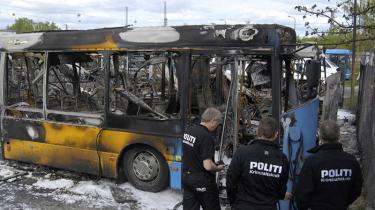 Er det hadefuldt, når busreklamer opfordrer til boykot af israelske varer? Ja, lød det fra flere sider, da reklamerne vistes på siden af Movias busser i København. Movia fjernede reklamerne, men måtte se flere af deres busser udsat for hærværk