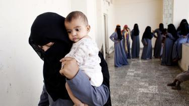 Når venstrefløjen ikke vægter kampen mod niqab'en, er det, fordi den ikke forstår, at det er en kamp mod en ideologi, som ikke tror på kvinders rettigheder, skriver Mona Eltahawy.