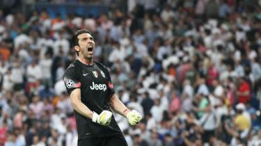 Gianluigi Buffon fejrer sejren i semifinaleopgøret i Champions League mod Real Madrid tilbage i maj på Bernabeu. Efter to årtiers karriere har målmandslegenden fra Juventus nu chancen for at få den store pokal mellem hænderne.