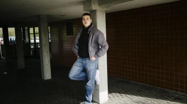 Mirza Halimic er tidligere 'spasmager' i Vollsmose, men i dag har han skiftet vennegruppe og studerer på Tietgen Business. Samtidig er han med i Odense Kommunes Hakuna Matata-projekt, hvor han fungerer som gadeplansmedarbejder sammen med kommunens medarbejdere.