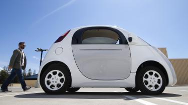 Googles føreløse biler og bilfabrikanten Teslas elbiler har fået betydelig opmærksomhed, men nye gennembrud venter inden for forskningen i genopladelige elektriske køretøjer