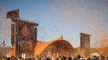 The Minds of 99 sprængte hverdagslivet i luften og skød det ud over den danske ungdom som konfetti, da de åbnede Orange Scene. Velkommen til første anmeldelse fra Roskilde