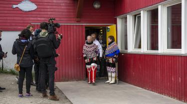 Den danske regering har afvist alle opfordringer til at bidrage til den grønlandske forsoningskommission, der skal kulegrave danske overgreb i Grønland. Men dronningen synes at have en anden vilje til refleksion over den fælles fortid.