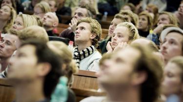 I modsætning til CBS og Aalborg Universitet ønsker Aarhus Universitet ikke et Konfucius Institut på universitetet. Lektor i Kinastudier Mette Thunø siger: 'Vi fastholder en armslængde i forhold til afdelingens undervisning og forskning, der bør være friholdt fra udenlandsk regeringsindblanding'