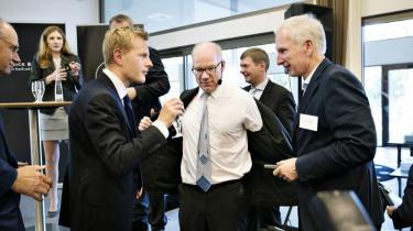 Goldman Sachs' direktører, Martin Hintze (i midten) og Michael Bruun (tv), talte i 2014 om investering i Skandinavien. Nu har Goldman Sachs dog ingen kommentarer til, hvem det præcis er, der har investeret i DONG.