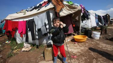 I området omkring Atmeh ligger flere syriske flygtningelejre. Her ramte den amerikansk ledede koalitions bomber ifølge flere kilder i tirsdags – med civile drab til følge.