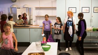 På Enghøjskolen i København, kan der godt være koldskål med kammerjunkere til frokost. Hvad der er sundt og godt, bliver nemlig ikke målt kun på det enkelte måltids ingredienser, men også på helheden og sammenhængen