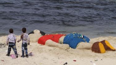 Billedet af den døde Aylan Kurdi vil blive brugt og misbrugt. Men det er symbolet på den uomtvistelige kendsgerning, at krigens og flugtens mest uskyldige ofre er børnene. Derfor skal billedet ikke sløres. Det skal bringes