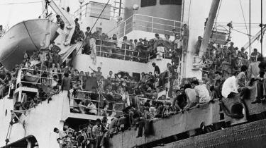 I kølvandet på Vietnamkrigen var over en halv million vietnamesere på flugt til nabolandene. Heraf var titusinder og atter titusinder søgt ud på havet i synkefærdige skibe. Mens der i hele 1977 kun var blevet registreret omkring 15.000 vietnamesiske bådflygtninge, steg tallet i løbet af det næste halvandet år til over en kvart million.
