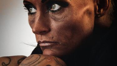 Bonnie var 18 år, da hun begyndte i prostitution. Efter sin første kunde græd hun, men efter nogle dage blev det lettere, og hun kunne bruge pengene til en ferierejse til Caribien. Det er nu 20 år siden.