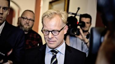 Efter 93 dage på posten som forsvarsminister var tiden derfor for længst løbet ud for Carl Holst (V), der i går trådte tilbage efter en række skandalesager.