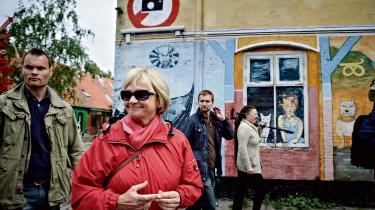 Pia Kjærsgaard (DF) på tur med Folketingets retsudvalg til Christiania efter et oprindeligt besøg blev aflyst med en løgnagtig forklaring.