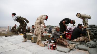 Irakiske sikkerhedsstyrker kæmper mod Islamisk Stat ved Tikrit 130 kilometer nord for Bagdad. Analytikere forventer, at der er lagt op til drama i Irak med et betændt politisk klima og valg i sigte.