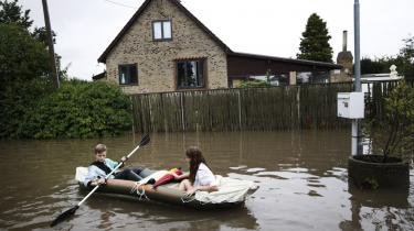 Aarhusforstaden Lystrup blev ramt af oversvømmelse i sommeren 2012. Hvis vi skal bremse klimaforandringerne, er det vigtigt, at regeringen accelererer den grønne omstilling - og ikke forsinker den, mener regeringens eget klimaråd.