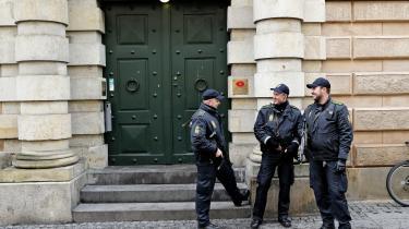 Det voldsmonopol, politiet har, må ikke privatiseres. Det åbner for uhyrlige tilstande