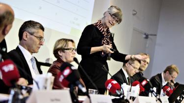 Nina Smith fremlægger Dagpenge-kommissionens anbefalinger. Under sit arbejde har kommissionen erkendt, at mennesker ikke kun handler rationelt – hvilket har betydning for økonomiske modeller.