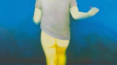 Dette maleri lavede den britiske kunstner Graham Ovenden på bestilling af prinsesse Diana for hendes yndlingsvelgørenhedsorganisation Birthright Trust, der har gravide kvinder som målgruppe. Forleden var den pædofilidømte kunstner for retten i en sag, der skulle afgøre om hans billeder er pornografiske, og hvorvidt hundrede år gamle kunstfotografier i hans besiddelse skulle destrueres på grund af billedernes motiv – nøgne børn.