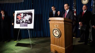 Den amerikanske anklager for New Yorks sydlige district, Preet Bharara, kunne på et pressemøde i maj sidste år fortælle om aktionen mod firmaet BlackShades, der også havde tråde til Danmark. Størstedelen af de danske sager er dog siden blevet opgivet.   Andrew Burton/Getty Images