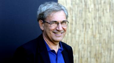 Orhan Pamuk har overrasket de tyrkiske journalister med sin nye roman. Det gennemgående tema i anmeldelserne er Pamuks fuldstændige brud med sine tidlige romaner
