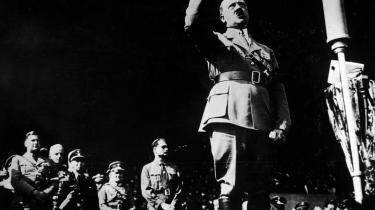 Hitler taler for partifolk ved et stævne i 1938. Myterne om hans 'Mein Kampf' er mange, men de færreste holder.