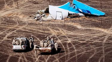' Hvis en eksplosiv anordning blev anbragt på flyet, har det næppe været af en passager,« vurderer Zack Gold, amerikansk antiterrorekspert