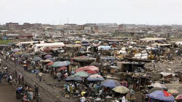 Der er lige så mange fattige mennesker som før. Men udviklingsbranchen har været hurtig til at tage den nye fortælling til sig og har postuleret et fremskridt i fattigdomsbekæmpelse, der rent faktisk ikke er sket, siger antropologen Jason Hickel.