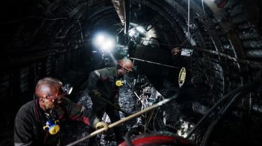 De fortsat høje statslige støttebeløb til kul, olie og gas står i kontrast til stadig stærkere signaler fra investorer og andre om, at det er risikabelt at sætte sine penge i den fossile sektor.