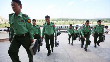Både Aung San Suu Kyi og militæret ved, at civil kontrol med militæret i Myanmar ikke er praktisk muligt.