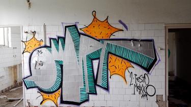 For fem år siden gjorde grafittien os til venner. Vi sneg os rundt på byggetomter med hættetrøjer, spraydåser og adrenalinrystende hænder. Vi var i starten af 20'erne, vi var ubekymrede, og vi var sikre på, at vi ville ændre verden