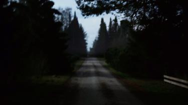 En grusvej i et sommerhusområde på Syddjurs er scenen for en helt ny type af grænseoverskridende kriminalitet