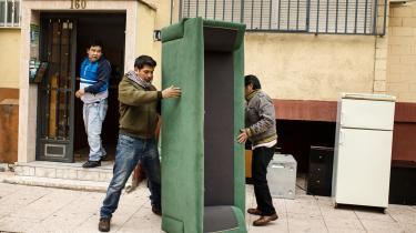 Spanien og Portugal blev hårdt ramt af eurokrisen, der bl.a. medførte rekordhøj arbejdsløshed og en stigning i antallet af mennesker, der blev sat på gaden, fordi de ikke kunne betale husleje.
