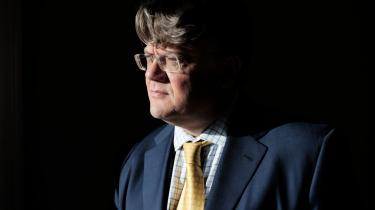 De sidste 10 år som konservativ har været en slingrende køretur med en beruset chauffør. Frem og tilbage, uden slutdestination, siger den kendte advokat René Offersen, som har været medlem af partiet siden 1982.