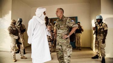 'Den maliske regering er overhovedet ikke interesseret i at dele magten, så der sker alt for lidt på den politiske front,' siger Michael Lollesgaard (forrest t.h.).
