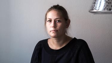 Efter knap tre måneders ledighed har den nyuddannede kandidat Signe Edsberg været til sin første jobsamtale. Jobbet gik til en med erfaring, men har bragt hende et skridt frem i forhold til de ubegrundede afslag. Men trætheden og usikkerheden er også sat ind