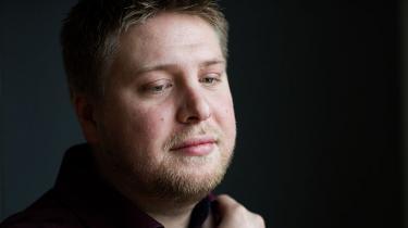 Kasper Sand Kjær er ny formand for den demokratifremmende ungdomsorganisation Dansk Ungdoms Fællesråd, der har fostret flere statsministre og toppolitikere. Han mener, at sammenhængskraften er under pres, og at der er brug for flere almindelige mennesker i den offentlige debat