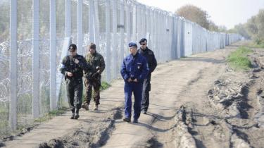 Med det nyopførte 170 km. lange pigtrådshegn på den serbisk-ungarske grænse, kan Ungarn løse problemet for sig selv, men det kan ikke løse problemet for andre lande eller for Europa. Det siger  Piotr Buras, leder af tænketanken European Council on Foreign Relations' Warszawa-kontor.
