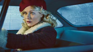 I anden sæson af HBO's stærkt underholdende 'Fargo', er Kirsten Dunsts fremstilling af den blåøjede ulykkesfugl Peggy Blumquist elegant stiliseret uden at virke stiv eller parodisk.