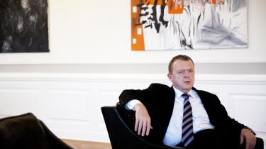 Statsminister Lars Løkke Rasmussen kommer til at 'danse på landminer', lyder det blandt andet om det politiske år 2016, der byder på en række udfordringer for ministeren og regeringspartiet.