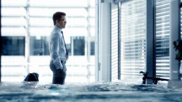 Nikolaj Lie Kaas spiller den skruppelløse virksomhedsleder i DR's nye dramaserie, 'Bedrag', der handler om økonomisk kriminalitet og korrumperende grådighed.
