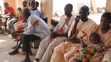 Ofrene fra et Boko Haram-angreb venter på behandling på et hospital i Maiduguri, Nigeria, mandag den 28. december. Mindst 50 personer blev dræbt under angrebet.