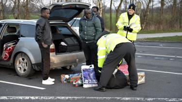 I går klokken 12 blev der indført grænsekontrol ved grænsen til Tyskland – her er det ved Frøslev-grænsen. I alt 200 betjente skal kontrollere de rejsende fra Tyskland.