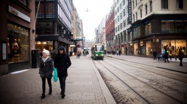 Borgerløn i sin reneste form 'giver' alle en garanteret minimumsindkomst. I Finland overvejes at give alle i den erhvervsaktive alder 800 euro (knap 6.000 kr.) skattefrit om måneden.