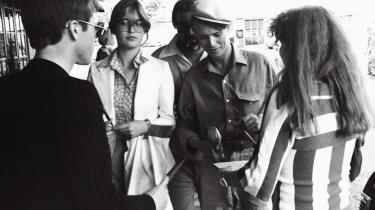David Bowie gav koncert i København i 1978. Her får Michael Strunge (t.v.) en autograf af sit idol