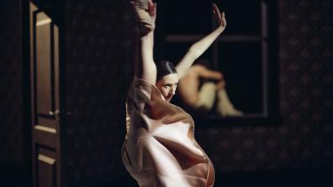 Der var muskelstyrke og indædt smidighed hos de dramatiske dansere hos Nederlands Dans Theater under gæstespillet på Det Kongelige Teater.