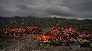 Redningsveste på den græske ø Lesbos. Nu går der reel snak om at flytte EU's ydre grænser væk fra Grækenland, der længe ikke har kunnet håndtere det store antal af flygtninge, der ankommer.