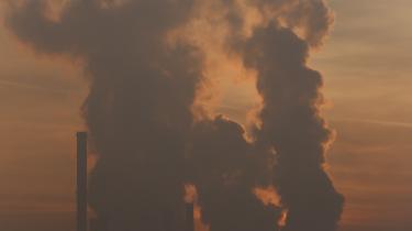 Det giver ikke mening at arbejde ihærdigt på at blive CO2-neutral hovedstad og samtidig tjene penge på aktier i kul-, olie- og gasselskaber, siger overborgmester Frank Jensen. København er formentlig første hovedstad i verden, der tager dette skridt