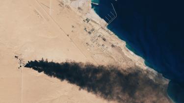 Islamisk Stat kæmper for at bevare kontrollen over olieressourcerne omkring Sirte og Benghazi. Satellitbilledet her er taget den 6. januar efter kampe mellem Sirte og Benghazi.