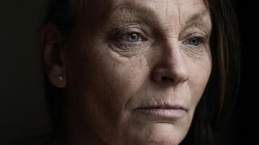 For seks år siden var Lisette Langhorn faglig aktiv sosu'er og tillidskvinde på Bispebjerg Hospital. Efter en arbejdsulykke og en efterfølgende operationsfejl, hvor der flød spinalvæske fra hjernen ud i kroppen, fik hun en helt anden tilværelse fyldt med smerter, som ikke har kunnet lindres medicinsk. Ikke før hun for fire måneder siden prøvede cannabispiller fra Rigshospitalets smerteklinik