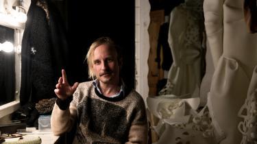 'Der mangler strategier, der kan rykke ved den her katastrofekurs. Og vel at mærke gøre det uden at underlægge sig de 'fucked up' neoliberale præmisser,' mener instruktør Anders Carlsson.